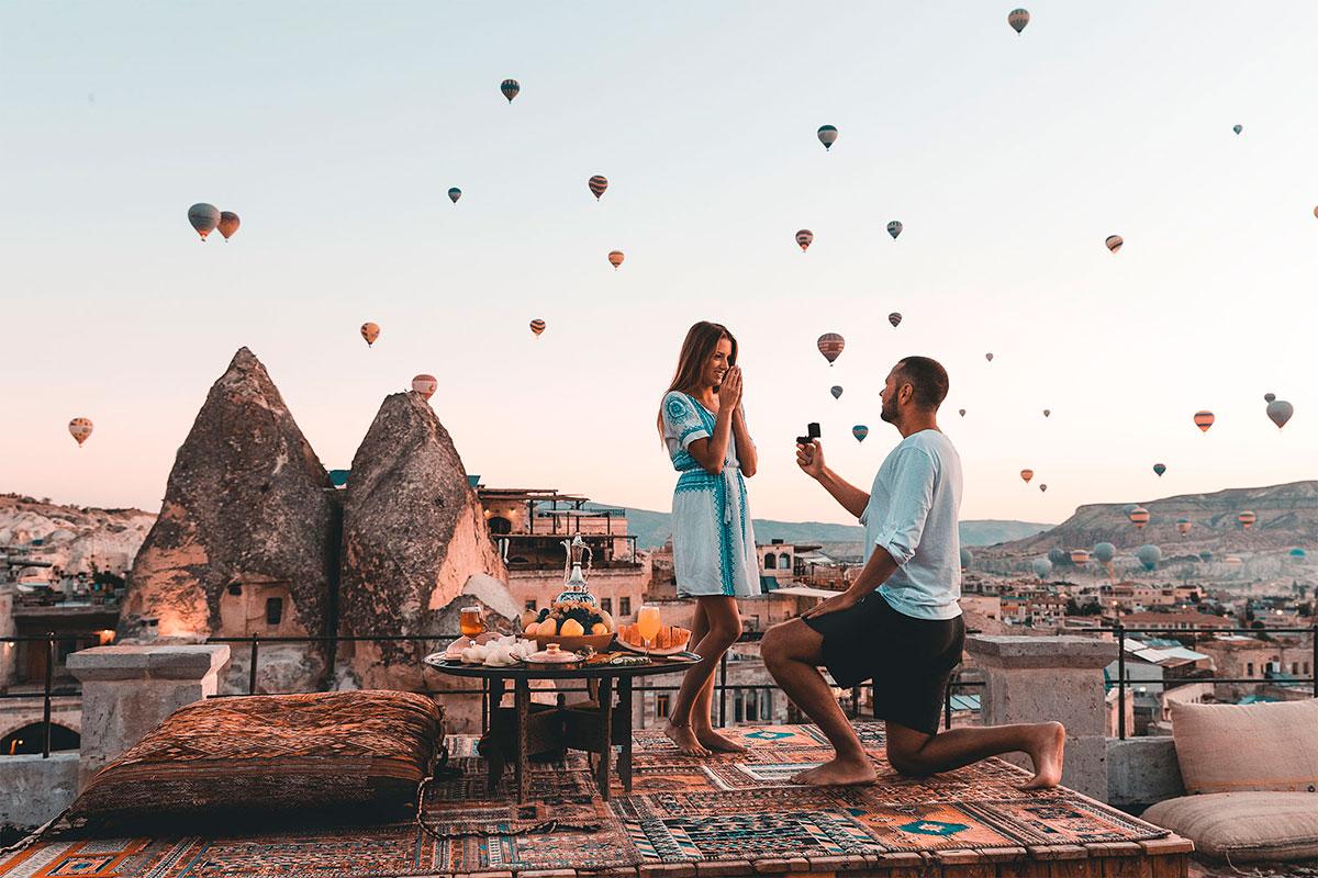 Pareja pidiendo matrimonio